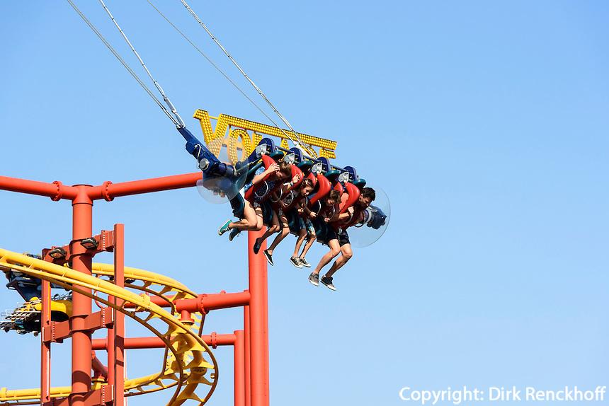 Fahrgesch&auml;ft im Vergn&uuml;gungspark Prater, Wien, &Ouml;sterreich<br /> funfair ride at amusementpark Prater, Vienna, Austria