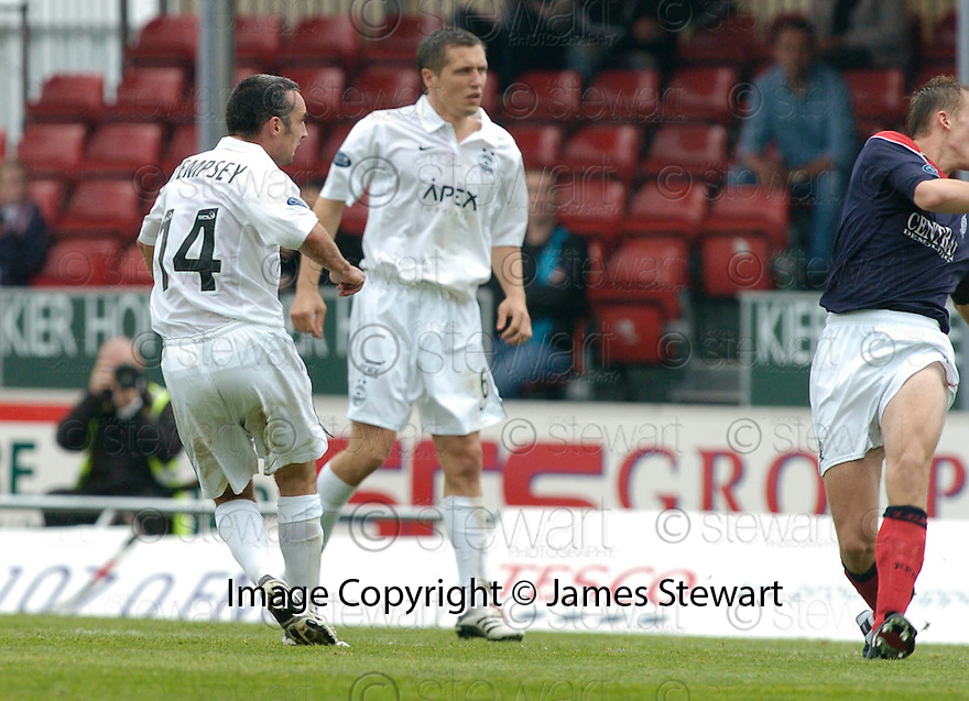 16/09/2006        Copyright Pic: James Stewart.File Name : sct_jspa12_falkirk_v_aberdeen.GARY DEMPSEY SCORES ABERDEEN'S FIRST .....Payments to :.James Stewart Photo Agency 19 Carronlea Drive, Falkirk. FK2 8DN      Vat Reg No. 607 6932 25.Office     : +44 (0)1324 570906     .Mobile   : +44 (0)7721 416997.Fax         : +44 (0)1324 570906.E-mail  :  jim@jspa.co.uk.If you require further information then contact Jim Stewart on any of the numbers above.........