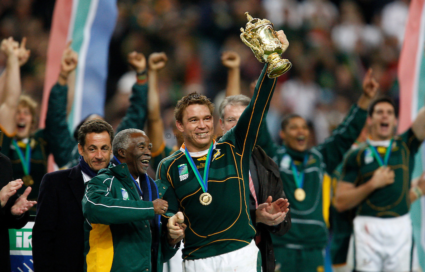 Photo: Richard Lane/Richard Lane Photography..England v South Africa. The Final of the IRB Rugby World Cup, RWC 2007. 20/10/2007. .South Africa President Thabo Mbeki and captain, John Smit lift the trophy.