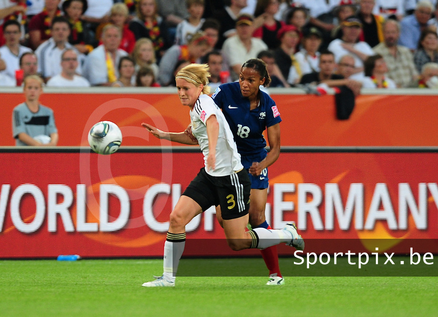 Fifa Women's World Cup Germany 2011 : France - Germany ( Frankrijk - Duitsland ) at Munchengladbach World Cup stadium : Marie-Laure DELIE en Saskia BARTUSIAK in een duel.foto DAVID CATRY / Vrouwenteam.be