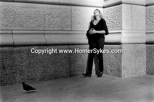 NEW YORK MANHATTAN  USA 1999. A YOUNG FEMALE OFFICE WORKER RELAXES SUNBATHING AGAINST A WALL IN HER LUNCH HOUR BEFORE RETURNING TO HER WORK.