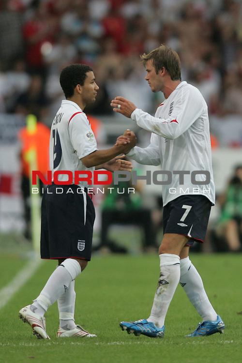FIFA WM 2006 -  Round of Sixteen - / Achtelfinale<br /> Play    #51 (25-Jun) - England vs Ecuador 1:0<br /> <br /> David Beckham (rechts) von England wird gegen Aaron Lennon (links) ausgewechselt.<br /> <br /> Foto &copy; nordphoto