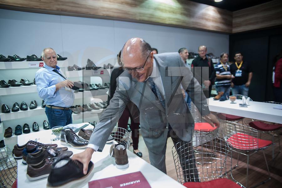 SÃO PAULO,SP, 15.01.2018 - COUROMODA-SP O Governador Geraldo Alckmin durante visita a maior feira de calçados das Américas, a Couromoda. A feira que vai de 15 a 18 de janeiro no Expo Center Norte,  conta com mais de duas mil marcas de calçados. A visita acontece na manhã desta segunda-feira, 15. (Foto: Rogério Gomes/Brazil Photo Press)