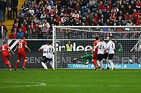Tor zum 1:1 Ausgleich von Simon Terodde (VfB Stuttgart) - 30.09.2017: Eintracht Frankfurt vs. VfB Stuttgart, Commerzbank Arena