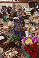 Europe/France/Limousin/19/Corrèze/Pays de Brive/Brive-la-Gaillarde : Le marché G ; Brassens<br /> PHOTO D'ARCHIVES // ARCHIVAL IMAGES<br /> FRANCE 2000