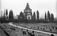 Crespi d'Adda (Bergamo), villaggio operaio di fine '800 nel settore tessile cotoniero. Il cimitero con l'imponente famedio --- Crespi d'Adda (Bergamo), workers model village of the late 19th century in the cotton textile production field. The cemetery with the memorial chapel