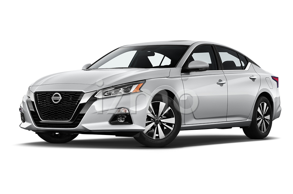 Stock pictures of low aggressive front three quarter view of 2019 Nissan Altima SV 4 Door Sedan Low Aggressive