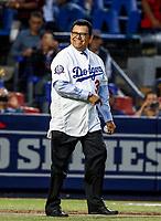 Fernando Valenzuela lanza la primera bola para el playball del partido de beisbol de los Dodgers de Los Angeles contra Padres de San Diego, durante el primer juego de la serie las Ligas Mayores del Beisbol en Monterrey, Mexico el 4 de Mayo 2018.<br /> (Photo: Luis Gutierrez)