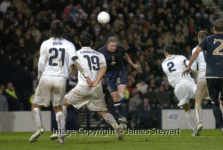 17/11/2007      Copyright Pic: James Stewart.File Name : sct_jspa02_scotland_v_italy.DAVID WEIR HEADER IS CLEARED OFF THE LINE....James Stewart Photo Agency 19 Carronlea Drive, Falkirk. FK2 8DN      Vat Reg No. 607 6932 25.Office     : +44 (0)1324 570906     .Mobile   : +44 (0)7721 416997.Fax         : +44 (0)1324 570906.E-mail  :  jim@jspa.co.uk.If you require further information then contact Jim Stewart on any of the numbers above........