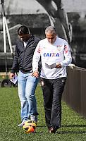 SAO PAULO, SP, 04 JUNHO DE 2013 - TREINO DO CORINTHIANS - Tite tecnico  do Corinthians durante treino na manha desta terca-feira, 04 no CT Joaquim Grava regiao leste da cidade de Sao Paulo. FOTO: VANESSA CARVALHO - BRAZIL PHOTO PRESS.
