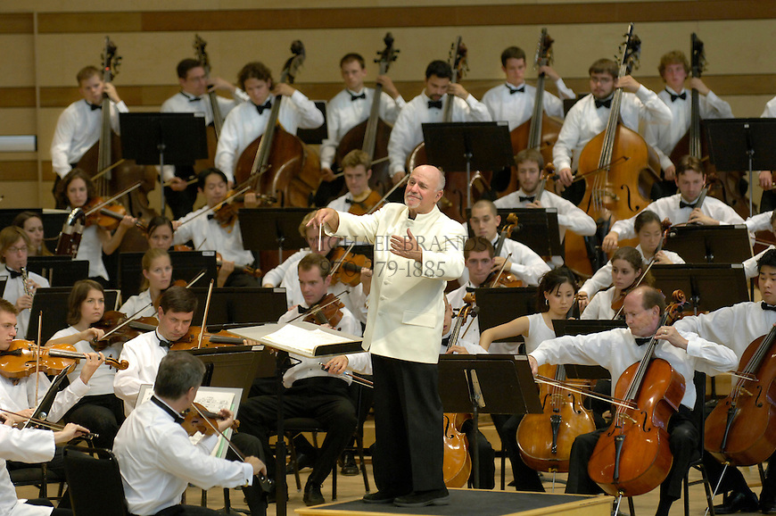 Conductor David Zinman leads the Aspen Festival Orchestra during Sunday's performance at the Benedict Music Tent in Aspen, CO. © Michael Brands. 970-379-1885.