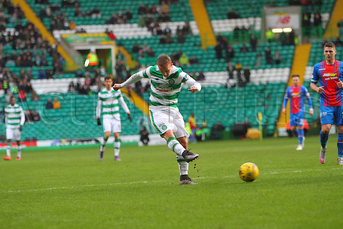 20.02.2016. Celtic Park, Glasgow, Scotland. Scottish Premier League. Celtic versus Inverness CT. Leigh Griffiths doubles Celtic's lead