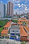 Prédios de apartamentos e casas no bairro Perdizes. São Paulo. 2008. Foto de Juca Martins.
