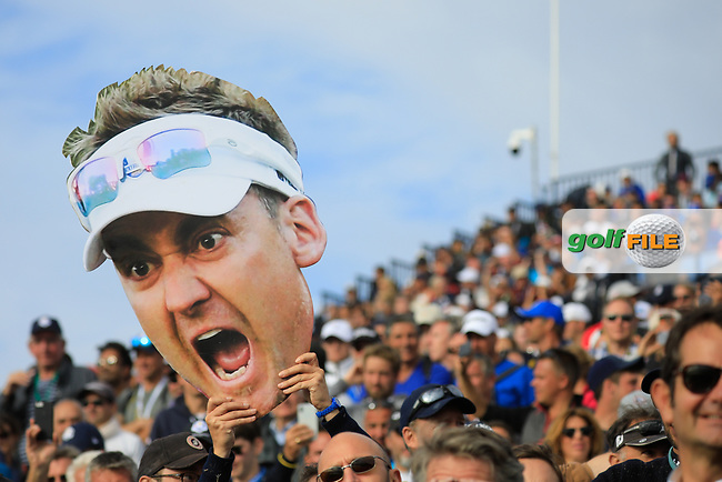Giant facemask of Ian Poulter during the sunday singles at the Ryder Cup, Le Golf National, Paris, France. 30/09/2018.<br /> Picture Phil Inglis / Golffile.ie<br /> <br /> All photo usage must carry mandatory copyright credit (© Golffile | Phil Inglis)