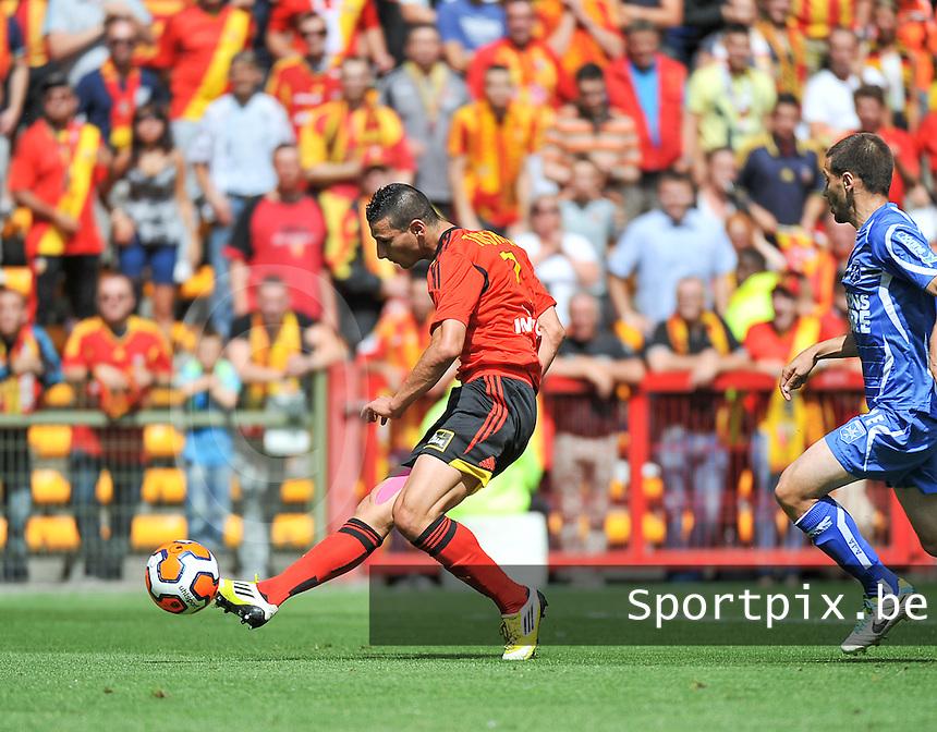 RC Lens - AJ Auxerre : Yoann Touzghar scores de 1-1 for Lens<br /> foto David Catry / nikonpro.be