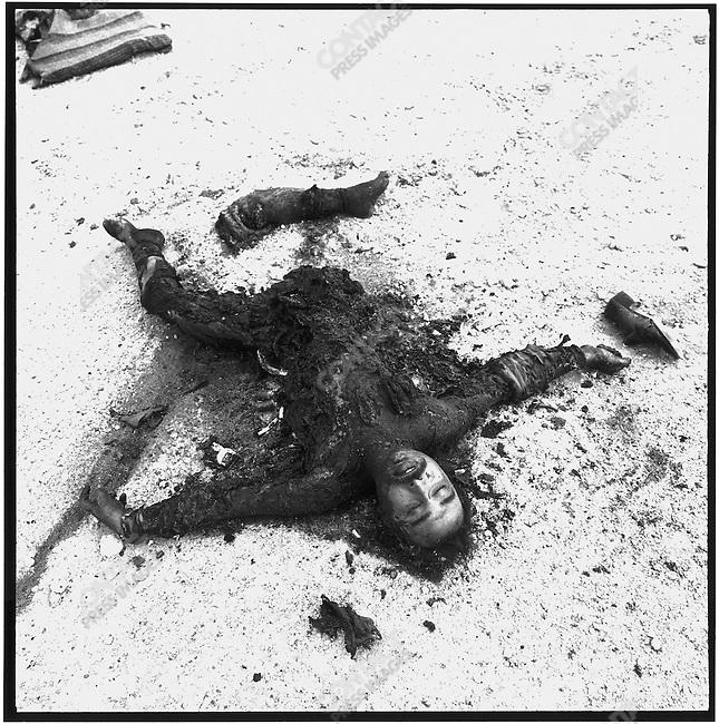 Iraqi casualties, Highway 8, near An Nasiriyah, Iraq, February 28, 1991