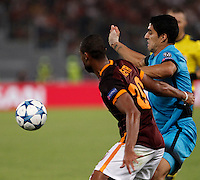 Calcio, Champions League, Gruppo E: Roma vs Barcellona. Roma, stadio Olimpico, 16 settembre 2015.<br /> Roma&rsquo;s Seydou Keita, left, and FC Barcelona&rsquo;s Luis Suarez fight for the ball during a Champions League, Group E football match between Roma and FC Barcelona, at Rome's Olympic stadium, 16 September 2015.<br /> UPDATE IMAGES PRESS/Isabella Bonotto