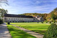 France, C&ocirc;te-d'Or (21), Montbard, abbaye de Fontenay, class&eacute; Patrimoine Mondial de l&rsquo;UNESCO, l'&eacute;glise et le b&acirc;timent conventuel vus des jardins // France, Cote d'Or, Montbard, Fontenay Abbey, listed as World Heritage by UNESCO, the church and the convent building seen from the gardens<br /> ,
