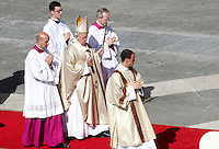 Papa Francesco celebra la cerimonia di beatificazione di Papa Paolo VI in Piazza San Pietro, Citta' del Vaticano, 18 settembre 2014. La messa conclude un Sinodo di due settimane sul tema della famiglia.<br /> Pope Francis celebrates the beatification ceremony of Pope Paul VI in St. Peter's Square at the Vatican, 18 October 2014. The mass closes a two-week synod on family issues.<br /> UPDATE IMAGES PRESS/Riccardo De Luca<br /> <br /> STRICTLY ONLY FOR EDITORIAL USE
