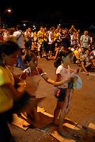 Círio de Nazaré.<br /> Promesseiros acompanham de joelhos o percurso de 3,6 km da procissão como pagamento de promessas feitas a Nossa Senhora de Nazaré.<br /> Belém, Pará, Brasil.<br /> Foto Paulo Santos<br /> 10/10/2010