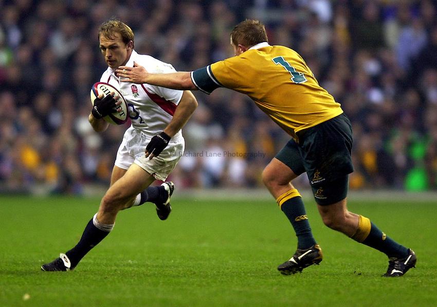 Photo. Richard Lane.England v Australia at Twickenham. 16-11-2002.Investec Challenge Cook Cup..Matt Dawson breaks past Stirling Mortlock.