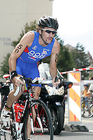 03 SEP 2006 - LAUSANNE, SWITZERLAND - Tim Don (GBR) on his way to winning the Elite Mens World Triathlon Championship title. (PHOTO (C) NIGEL FARROW)