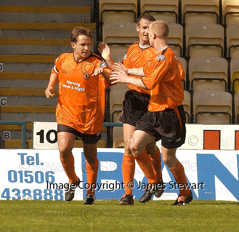 21/08/2004   Copyright Pic : James Stewart.File Name : jspa16_livy_v_ddee_utd.BILLY DODDS CELEBRATES SCORING THE PENALTY....Payments to :.James Stewart Photo Agency 19 Carronlea Drive, Falkirk. FK2 8DN      Vat Reg No. 607 6932 25.Office     : +44 (0)1324 570906     .Mobile  : +44 (0)7721 416997.Fax         :  +44 (0)1324 570906.E-mail  :  jim@jspa.co.uk.If you require further information then contact Jim Stewart on any of the numbers above.........