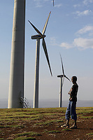 KENYA, Nairobi, Ngong Hills, 25,5 MW Wind Power Station with Vestas wind turbines, owned and operated by KENGEN Kenya Electricity Generating Company, young shepherd, view to Great Rift valley / KENIA, Ngong Hills Windpark, Betreiber KenGen Kenya Electricity Generating Company mit Vestas Windkraftanlagen, junge Hirten, Blick zum grossen afrikanischen Grabenbruch