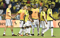BARRANQUILLA - COLOMBIA - 05-10-2017:  Jugadores de Colombia lucen decepcionados después del partido entre Colombia y Paraguay de la fecha 17 para la clasificación a la Copa Mundial de la FIFA Rusia 2018 jugado en el estadio Metropolitano Roberto Melendez en Barranquilla. / Players of Colombia look disappointed after the match between Colombia and Paraguay of the date 17 for the qualifier to FIFA World Cup Russia 2018 played at Metropolitan stadium Roberto Melendez in Barranquilla. Photo: VizzorImage/ Gabriel Aponte / Staff