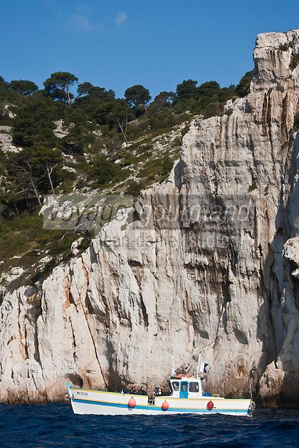 Europe/France/Provence-Alpes-Côte d'Azur/13/Bouches-du-Rhône/Cassis: Bateau à la Calanque de Port-Pin