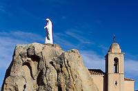 Marienstatue und Kapelle von Notre Dame de la Serra bei Calvi, Korsika, Frankreich