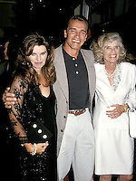 "OPENING OF ""LAST ACTION HERO"" .MARIA SHRIVER, ANROLD SCHWARZENEGGER AND EUNICE.PHOTO BY:JONATHAN GREEN/Celebrity Photography USA"