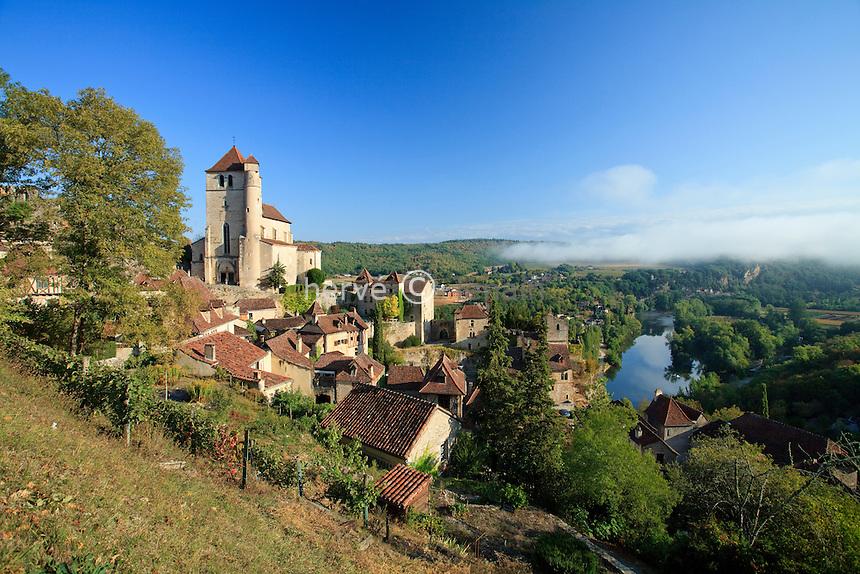 France, Lot (46), vallée du Lot, Saint-Cirq-Lapopie, labellisé Les Plus Beaux Villages de France // France, Lot, Lot valley, Saint-Cirq-Lapopie, labelled Les Plus Beaux Villages de France (The most beautiful villages of France)