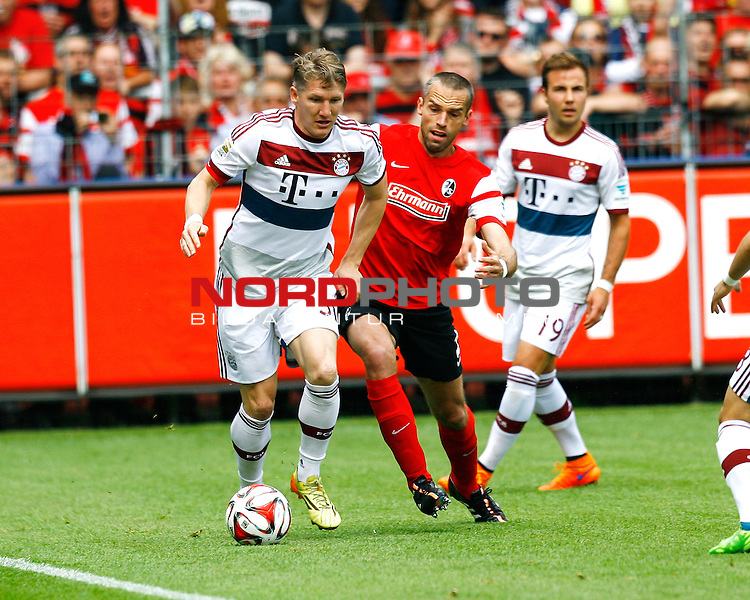 Bastian SCHWEINSTEIGER, FCB - Pavel KRMAS, SCF, Aktion quer, Fu&szlig;ball 1.BL Saison 2014/2015<br /> <br /> Foto &copy; nordphoto /  H.Konkel