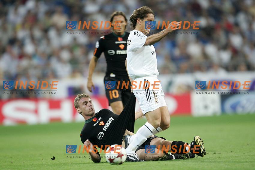 Madrid 28/9/2004 <br /> Champions League Matchday 2 - Group B<br /> Real Madrid Roma 4-2 <br /> As Roma Daniele De Rossi and Real Madrid Michel Salgado<br /> Foto Andrea Staccioli Insidefoto