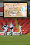 Darlington 1 Lincoln City 1, 09/04/2007. The Darlington Arena, League Two. Darlington players wait expectantly for the man-of-the-match award. Photo by Paul Thompson.