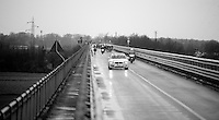 The peloton riding across the Po River is 10 minutes behind a seven-rider breakaway<br /> <br /> 2014 Milano - San Remo