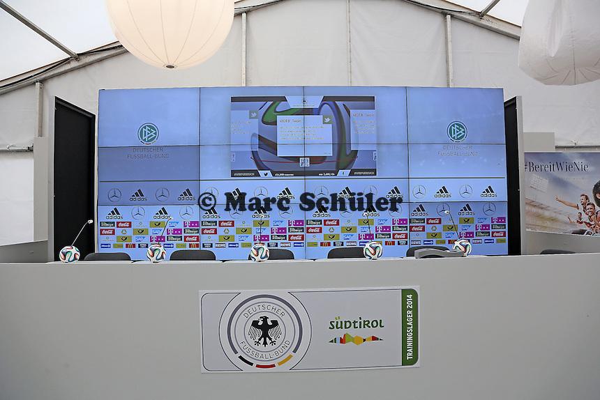Pressekonferenzsaal im Medienzentrum in St. Martin - Trainingslager der Deutschen Nationalmannschaft zur WM-Vorbereitung in St. Martin