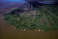 Rio Purus.<br /> 3 Bocas <br /> Primeira expedição científica para criação da RDS Piagaçu Purus subindo o rio até a Boca do Abufari.<br /> Amazonas, Brasil.<br /> Foto Paulo Santos<br /> 06/2001