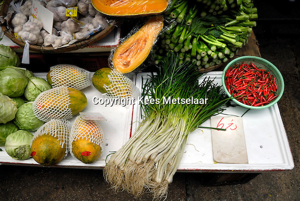 Hong Kong, 23 March 2007..Fresh fruit and vegetables in the Graham Street market area in old Hong Kong.<br /> Photo Kees Metselaar