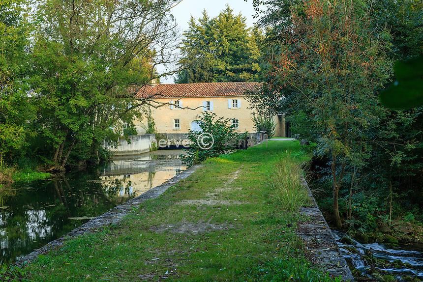 France, Charente (16), Cherves-Richemont, moulin de Preziers // France, Charente, Cherves Richemont, Mill Preziers