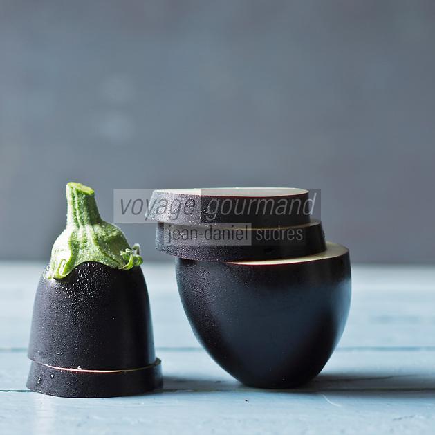 Gastronomie Générale: Aubergine violette, - Stylisme : Valérie LHOMME