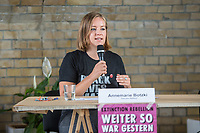 """Auf einer Pressekonferenz erklaerte die Umweltschutzorganisation Extinction Rebellion (XR) am Freitag den 12. Juni 2020 in Berlin ihre Ziele ihrer sog. """"Rebellionswelle"""" der Presse.<br /> Ab Montag den 15. Juni sollen zahlreiche Aktionen in ueber 40 deutschen Staedten stattfinden. Die Aktionen laufen unter dem Motto """"#WeiterSoWarGestern"""" und sollen sich an Konzerne, Regierungen und Lobbyverbaende richten. Aktionen des zivilen Ungehorsams sollen in allen Bundeslaendern stattfinden.<br /> Im Bild: Die XR-Aktivistin Annemarie Botzki.<br /> 12.6.2020, Berlin<br /> Copyright: Christian-Ditsch.de<br /> [NUR FUER REDAKTIONELLE ZWECKE! Werbung nur auf Anfrage beim Fotografen. Inhaltsveraendernde Manipulation des Fotos nur nach ausdruecklicher Genehmigung des Fotografen. Vereinbarungen ueber Abtretung von Persoenlichkeitsrechten/Model Release der abgebildeten Person/Personen liegen nicht vor. NO MODEL RELEASE! Don't publish without copyright Christian-Ditsch.de, Veroeffentlichung nur mit Fotografennennung, sowie gegen Honorar, MwSt. und Beleg. Konto: I N G - D i B a, IBAN DE58500105175400192269, BIC INGDDEFFXXX, Kontakt: post@christian-ditsch.de<br /> Bei der Bearbeitung der Dateiinformationen darf die Urheberkennzeichnung in den EXIF- und  IPTC-Daten nicht entfernt werden, diese sind in digitalen Medien nach §95c UrhG rechtlich geschuetzt. Der Urhebervermerk wird gemaess §13 UrhG verlangt.]"""
