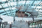 """Vika<br /><br />Portraitserie von Obdachlosen in Kiew während der Corona Pandemie. Der Fotograf hat sie gebeten sich hinter dem Glas der Bahnhöfe fotografieren zu lassen. Er sagt: Ich porträtierte die Obdachlosen hinter dem Glas der Haltestellen und Unterführungen - das sind die Orte, an denen sie übernachten und leben. Das Glas ist aber auch symbolisch wie eine Wand zwischen uns und ihnen - wir sehen sie, aber wir hören sie nicht, sie sind wie Fische in Aquarien - isoliert von der Gesellschaft. Es ist nicht möglich, durch das Glas eine helfende Hand zu erreichen. Wir sympathisieren mit ihnen, wenn wir Ihnen während der Quarantäne von unseren Fenstern aus zuschauen, aber wir sind durch unsere komfortablen Wohnungen geschützt und sie blicken von unten zu unseren Fenstern hoch. / Portrait series of homeless people in Kiev during the Corona Pandemic. The photographer asked them to be photographed behind the glass of the train stations. He says: """"I portrayed the homeless behind the glass of the stations and underpasses - these are the places where they stay and live. But the glass is also symbolic like a wall between us and them - we see them but we don't hear them, they are like fish in aquariums - isolated from society. It is not possible to reach a helping hand through the glass. We sympathize with them when we watch them from our windows during quarantine, but we are protected by our comfortable apartments and they look up to our windows from below."""