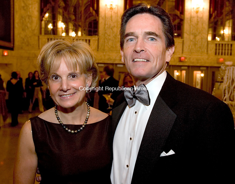 WATERBURY, CT -31 DECEMBER 2005 -123105J13---Webster Bank President and CEO Jim Smith with his wife Cathy Smith at the Palace Theater's second annual pre-season gala prior to the Earth, Wind and Fire concert on Friday evening. The gala and concert were both sponsored by Webster Bank.  Jim Shannon Republican American --  Cathy Smith; Jim Smith; Earth; Wind and Fire; Palace Theater are CQ