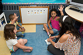 MR / Schenectady, NY. Zoller Elementary School (urban public school). Kindergarten classroom. Student teacher reviews spanish flashcards with a small group of native Spanish speakers. MR: She4, Car38, Cas12, Fue3. ID: AM-gKw. © Ellen B. Senisi.