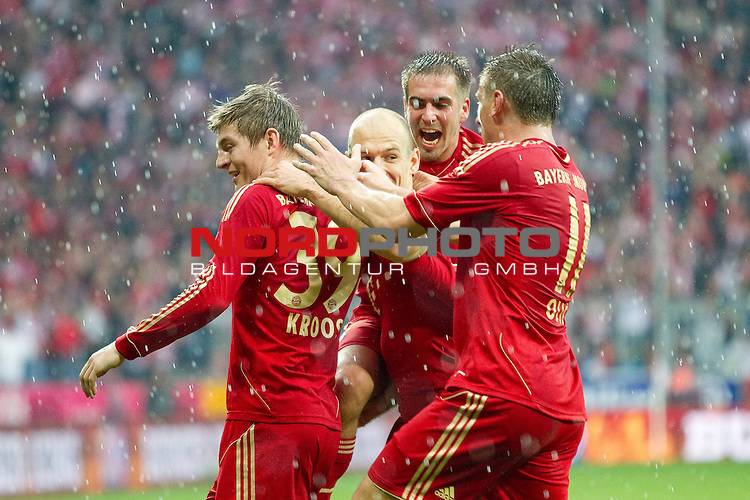 24.03.2012, Allianz Arena, Muenchen, GER, 1.FBL,  FC Bayern Muenchen vs. Hannover 96, im Bild Jubel nach dem Tor zum 1-0 durch Toni Kroos (Bayern #39) mit Arjen Robben (Bayern #10) Ivica Olic (Bayern #11) und Philipp Lahm (Bayern #21)  // during the match FC Bayern Muenchen vs. Hannover 96, on 2012/03/24, Allianz Arena, Munich, Germany, Foto © nph / Straubmeier *** Local Caption ***