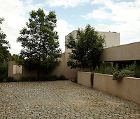 A traditional cobbled courtyard has been incorporated into the contemporary linear design of this modernist house