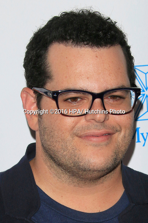 LOS ANGELES - SEP 9:  Josh Gad at the 5th Biennial Stand Up To Cancer at the Walt Disney Concert Hall on September 9, 2016 in Los Angeles, CA