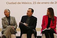 """Ciudad de México, 23 enero 2020.- Al encabezar esta mañana la reunión de capacitación para la ejecución eficiente de los recursos del Fondo de Aportaciones para la Seguridad Pública (FASP) y del Subsidio para el fortalecimiento del desempeño en materia de seguridad pública a los municipios y demarcaciones de la Ciudad de México (FORTASEG) para las 32 entidades federativas y los 286 municipios y alcaldías beneficiarias, el Secretario de Seguridad y Protección Ciudadana, Alfonso Durazo Montaño, celebró que México avanzó ocho lugares en el índice de percepción de la corrupción que mide Transparencia Internacional. Además, en el evento realizado en las instalaciones del Club Naval, en compañía de la secretaria de Gobernación, Olga Sánchez Cordero, Durazo destacó que """"el primer punto de la estrategia es combatir la corrupción y eso no requiere recursos, requiere de voluntad política que primeramente requiere de honestidad"""". Asimismo, a este evento asistieron, el Secretario Ejecutivo del Sistema Nacional de Seguridad Pública, Leonel Cota Montaño; la Presidenta de la Conferencia Nacional de Seguridad Pública Municipal, Clara Luz Flores Carrales y el Gobernador de Campeche, Carlos Miguel Aysa González; entre otras autoridades federales, estatales y municipales."""